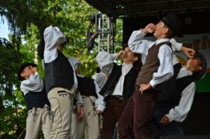 táncos fiúk székely ruhában